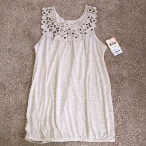 Mudd NWT tank top! Pretty scoop neck with beading